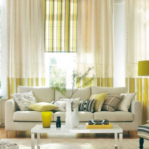 Pasy na rolecie i zasłonach w wiosennych kolorach - zieleniach i żółciach. Fot. Camengo.