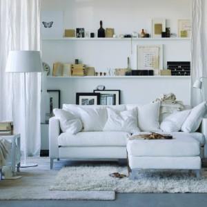 Najlepszym sprzymierzeńcem w walce o przestrzeń jest biel. Białe wnętrza zawsze wyglądają na większe. Fot. IKEA.
