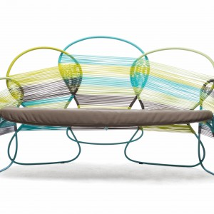 Trame Loveseat multicolor, fot. Kenneth Cobonpue.