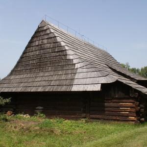 Zabytkowa stodoła z bali - skansen Nowy Sącz. Fot. Galeria Budownictwo Polskie