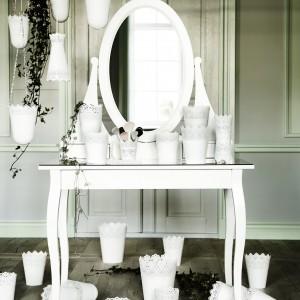 Biała toaletka Hemnes o klasycznym kształcie. Fot.Ikea.