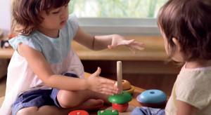 Ostatnio do łask wracają tradycyjne zabawki wykonane z drewna. Nie ma co się dziwić, bo są ekologiczne, bezpieczne i długowieczne. A co najważniejsze, skłaniają maluchy do większej kreatywności.