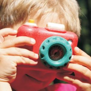 ...albo pobawić się w małego fotografa. Fot. Plan Toys.