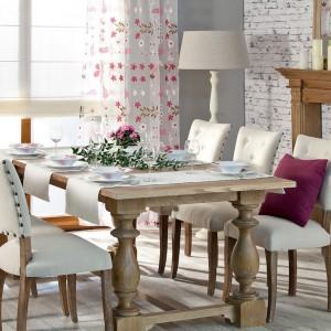 Kolekcja tkanin z linii Isabelle wyróżnia się pięknymi kwiatami w żywych kolorach nadrukowanych na jasnej, grubej satynie oraz woalu. Pozwalają stworzyć spójną koncepcję wnętrza. Od 31,90 zł/mb, Dekoria.