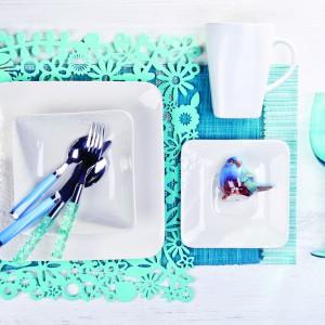 Najnowsza, wiosenna kolekcja od marki Home&You. Połączenie bieli i błękitu prezentuje się lekko i bardzo stylowo. Na zdjęciu: zastawa stołowa Blume w kolorze écru, materiał: kamionka. 19 zł (kubek), 19 zł (talerz deserowy), 19 zł (talerz głęboki), 29 zł (talerz obiadowy).