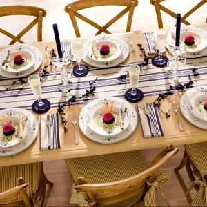 Kolekcja porcelany Old Luxembourg. Jej klasyczny kształt o subtelnych, delikatnych liniach podkreśla wykonany z niezwykłą precyzją i starannością wzór. Całość podkreśla zamiłowanie projektantów do twórczej formy i dekoracyjnych detali. 149 zł (talerze do zupy), 149 zł (talerze obiadowy), 139 zł (talerze śniadaniowy), 119 zł (talerze deserowy), Villeroy&Boch/Rossi.