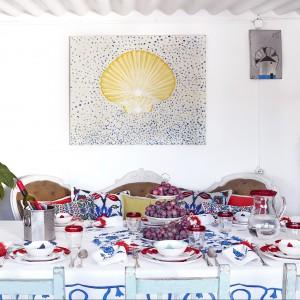 Kolejna, najnowsza, wiosenna propozycja od marki Zara Home. Na zdjęciu: zastawa stołowa ze wzorem Ikat oraz szklanki i dzbanek z kolorową obwódką. 29-129 zł (obie propozycje), Zara Home.