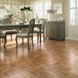 Drewniana podłoga Blond Oak. Fot. Designflooring.