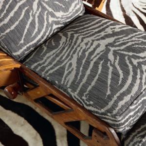 Tapicerka i dywan z motywem zebry. Fot. Mark Alexander.