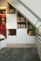 Połączenie nowoczesnych materiałów z klasycznymi, lekko stylizowanymi formami.