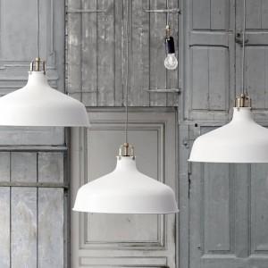Lampa wisząca Ranarp, dająca kierunkowe światło. Fot.Ikea.