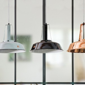 Industrialna lampa Workshop dostępna w wielu kolorach. Fot.HK Living.