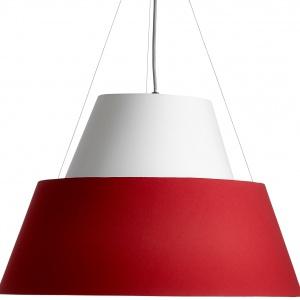 Lampa wisząca Parachute z kloszami wykonanymi z czerwonej i białej tkaniny.Fot.BoConcept.
