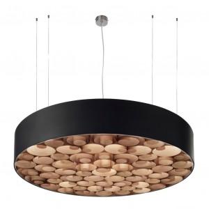 Lampa wisząca Spiro. Zewnętrzna powłoka wykonana z akrylu, wnętrze z naturalnego forniru.  Fot. LZF.