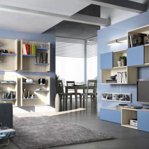 Niebieskie fronty kontrastują z kolorem ścian. Fot. Colombini Casa.