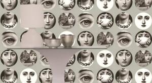 Piero Fornasettibył malarzem, grafikiem, ilustratorem książek, dekoratorem wnętrz oraz rzeźbiarzem. Jego wyjątkowe prace żyją do dziś na tapetach produkowanych przez brytyjską markę Cole&Son.