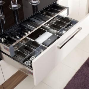 Funkcjonalny system szuflad kuchni z linii Ditroit otwieranych wygodnym uchwytem. Wycena indywidualna, Mebel Rust.