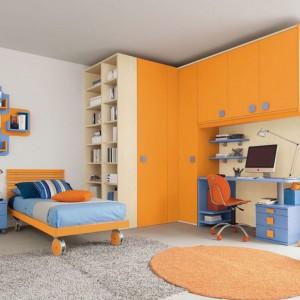 Niebiesko-pomarańczowy pokój dla chłopca. Fot. Colombini Casa.