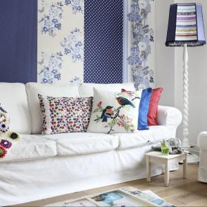 Tapeta Pretty Nostalgic z kolekcji Esta Home to ładne kwiatowe wzory zestawione z wesołymi deseniami. Fot. Esta Home.