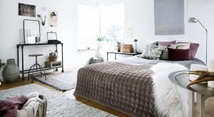 Vintage to odważna mieszanka kolorów, wzorów z różnych epok. Styl w którym doskonale sprawdzają się indywidualiści to świetny pomysł na aranżację sypialni!
