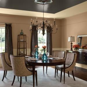 """Wodorozcieńczalna, lateksowa farba akrylowa AURA® Matte Waterborne Interior Paint 522"""" przeznaczona do malowania wewnętrznych ścian i sufitów oraz elementów wyposażenia wnętrz. Charakteryzuje się głębią koloru, dobrą siłą krycia. Jest odporna na zmywanie wodą i szorowanie. Stopień połysku: mat. Wydajność:  ok. 10-12 m²/l. Od 112 zł /l, Benjamin Moore."""