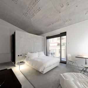 Szare,betonowe wnętrze sypialni w hotelu Casa do Conto w Porto. Fot. Casa do conto.