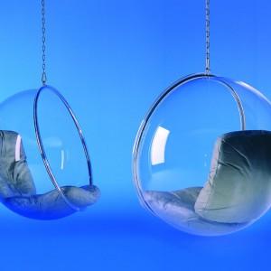 Wiszące fotele o nazwie Bubble. Fot. Adelta.