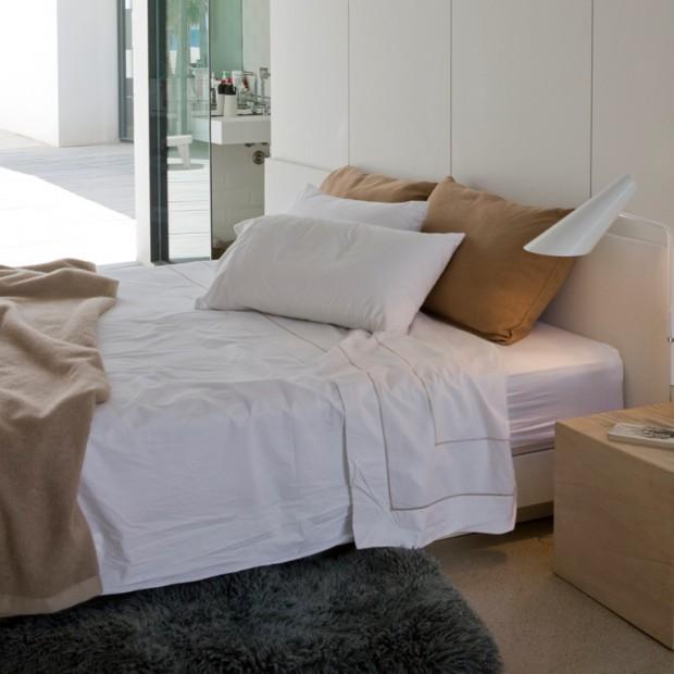 Oświetlenie sypialni: kinkiety nad łóżko