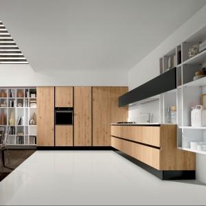 Kuchnia z kolekcji Voltare. Lekka, funkcjonalna, ponadczasowa. Drewniane fronty zapewnią poczucie ciągłości między kuchnią a salonem. Wycena indywidualna, Aran Cucine.
