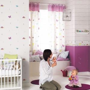 Kolorowa tapeta do pokoju niemowlaka. Fot. Casadeco.