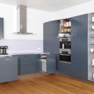 Wysuwane półki Extendo umożliwiają maksymalne wykorzystanie przestrzeni oraz łatwy dostęp do produktów umieszczonych wyżej. Przeznaczone są do szaf wysokich, półek nad piekarnikiem lub ekspresem oraz półek wewnętrznych nad szufladami. Szerokość: od 30 do 120 cm. Wycena indywidualna, Peka.