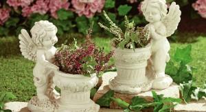 Piękne rośliny ogrodowe czy balkonowe wymagają równie pięknej oprawy. Prezentujemy zatem donice ogrodowe, które wyeksponują kwiaty wokół domu.