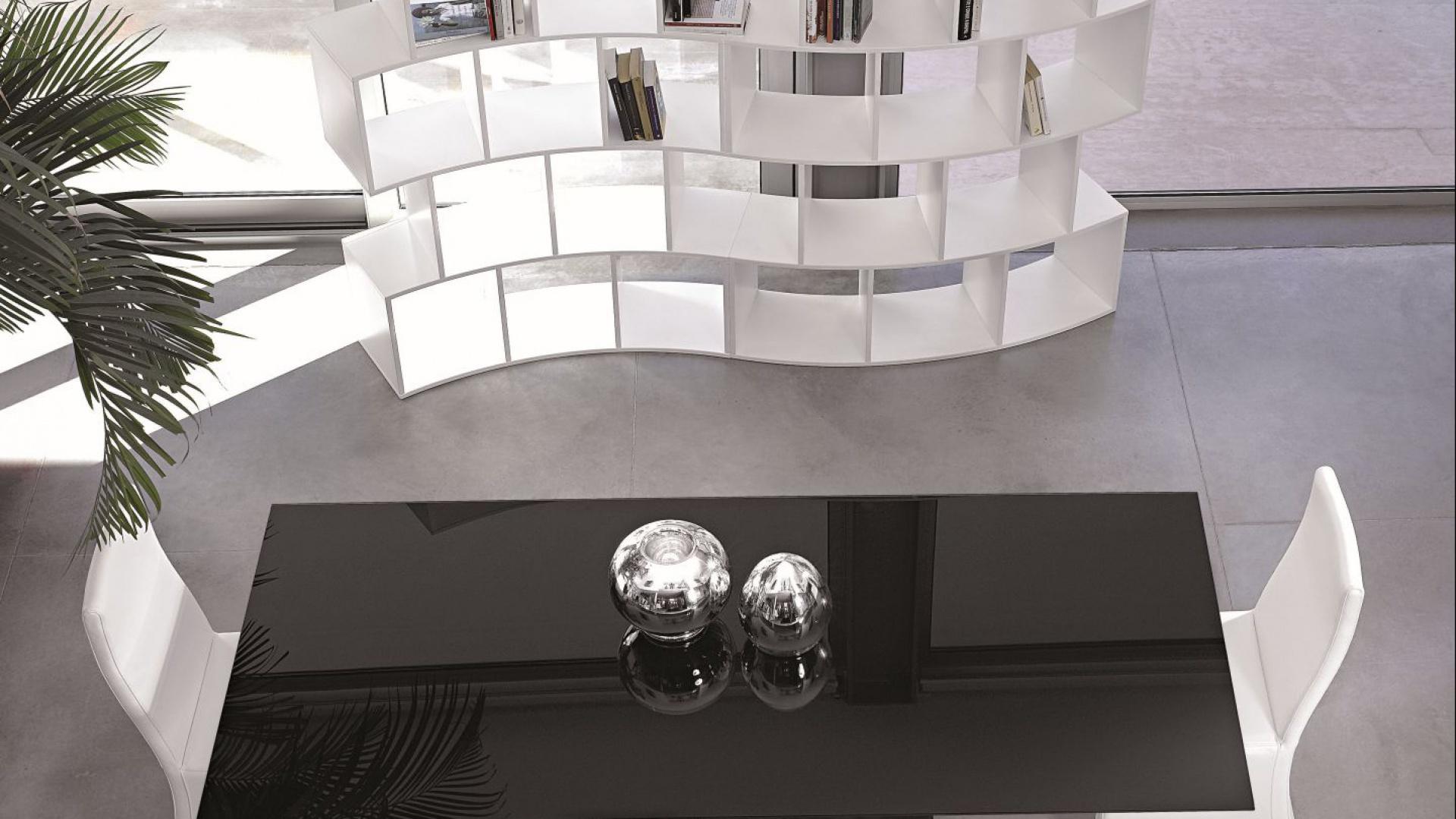 Czarno-biała kolekcja mebli marki Antonello. Fot. Ebano Design.