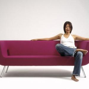 Stylowa sofa od marki Artek. Fot. Artek.