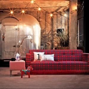 Sofa Antonio w szkocką kratę. Projekt włoskiej marki Creazioni. Fot. Creazioni.