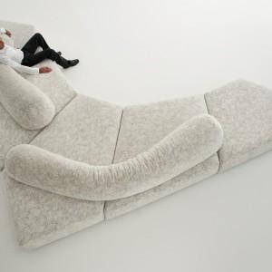 Ciekawa sofa On the rocks marki Edra - dla kochających wygodę. Fot. Edra.