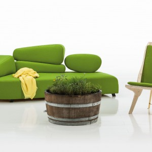 Kolorowa sofa marki Bruehl. Fot. Bruehl.