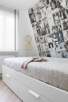 Sypialnia była wyzwaniem dla projektanta. Niewielka i ciasna, nie była zbyt ustawna. Po zmianie jest jednak przytulna i bardzo kobieca. Łóżko z wygodnym zagłówkiem zachęca do długiego wypoczynku. Całość jest spójna i bardzo nastrojowa.