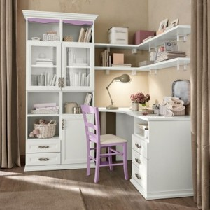 Kolor lampki na biurko nawiązuje do dominującej barwy cappuccino. Kolekcja Arkadia marki Colombini Casa.