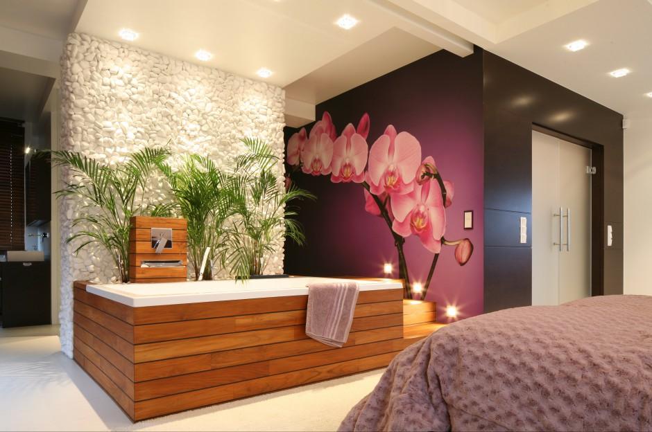 Wypoczynkowy charakter...  Sypialnia z łazienką. Ciekawe pomysły polskich architektów