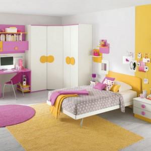 W jednoosobowym, dużym pokoju łóżko można ustawić  w centrum. Fot. Colombini Casa.