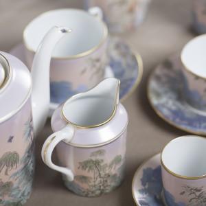 Kolekcja porcelany Le Bresil. Powstała, dzięki współpracy manufaktury Haviland a wytwórcą malowanych tapet ściennych Zuber. Do kupienia w Galerii Niuans.