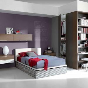 Pomysł na aranżację z łóżkiem na środku pokoju. Fot. Dielle.