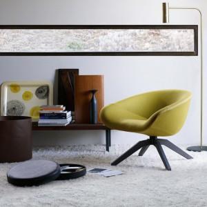Nowoczesny fotel w oliwkowym kolorze. Fot. B&B Italia.