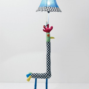 Lampka-żyrafa. Fot. Kare Design.