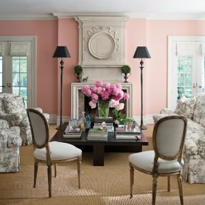 Pudrowy róż na ścianie - pastele według marki Benjamin Moore. Fot. Benjamin Moore.