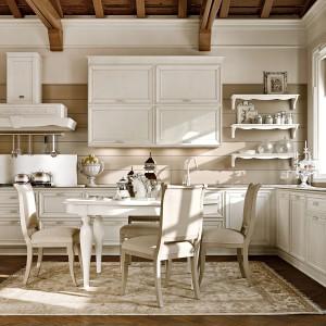 Meble kuchenne z kolekcji Venezia. Subtelnie zdobione fronty nadają im ładnego, stylowego charakteru, natomiast układ w kształcie litery L zapewnia funkcjonalność. Wycena indywidualna, Arcari.