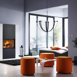 Kubistyczny kominek podkreśla nowoczesny styl wnętrza. Fot. Contura.