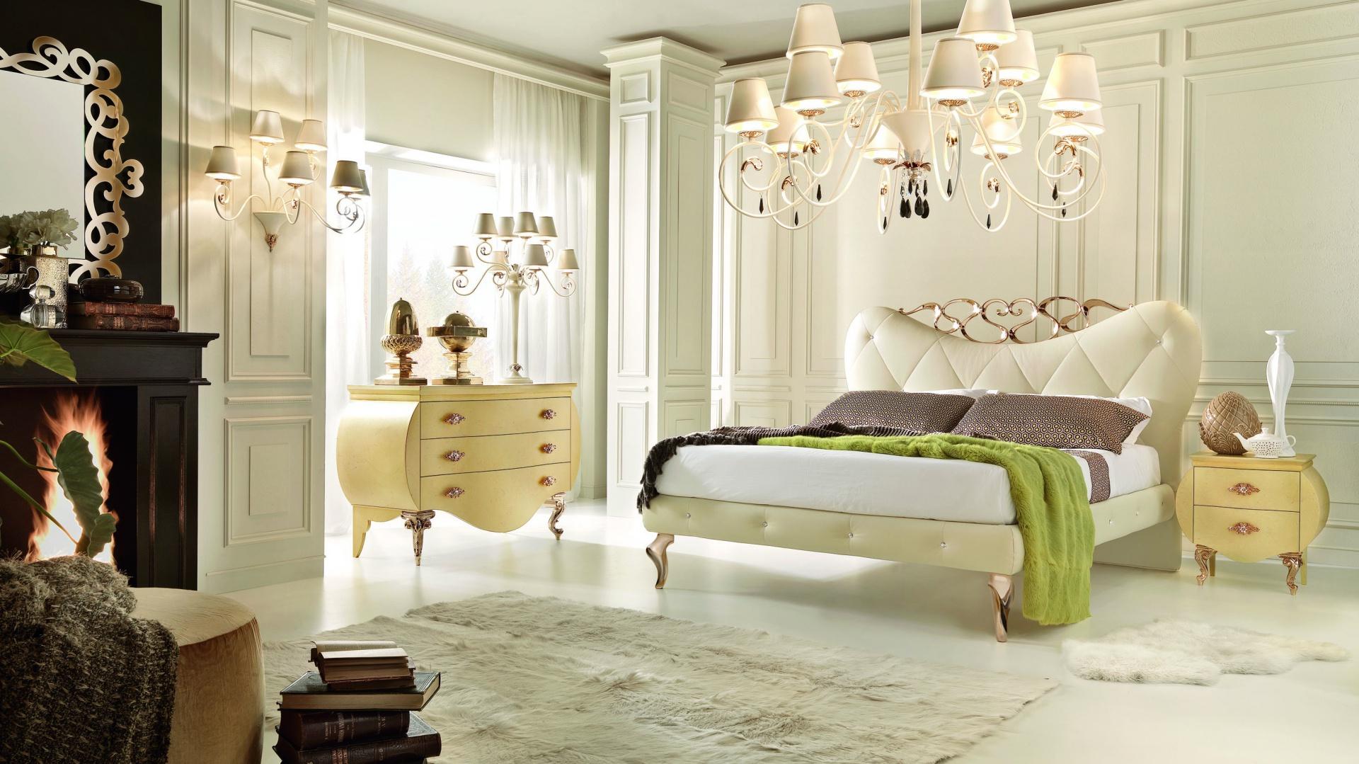 Tapicerowane w skórze łóżko Venere, którego pikowania zostały ozdobione kryształkami Swarovskiego, a nózki i szczyt wezgłowia dekorowane 24-karatowym złotem. Fot. Bova