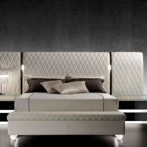 Łóżko Rialto XL z wezgłowiem pikowanym w aksamicie, skórze bądź nabuku. Fot. Reflex